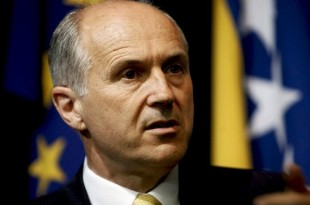 Valentin Inzko, High Representative of Bosnia and Herzegovina to the EU, talks to Reuters during an interview in his office in Sarajevo, June 1, 2010. Growing cooperation between former Yugoslav republics may prove vital in bridging a wide ethnic divide still hobbling Bosnia 15 years after war, Inzko said on Tuesday.  To match interview BOSNIA-RECONCILIATION/  REUTERS/Danilo Krstanovic (BOSNIA AND HERZEGOVINA - Tags: POLITICS)